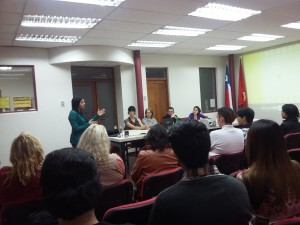 La Diputada nacional Carol Cariola al inicio del encuentrao, da unas palabras de bienvenida.