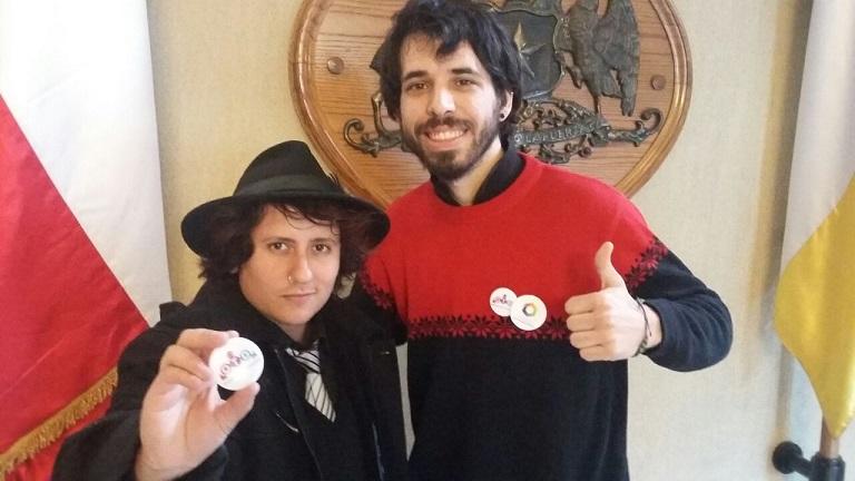 Damian y Rafaela, activistas de OTD Chile, presentes ayer en el Congreso.