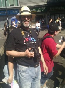 Armando es padre de una chica trans y activista de OTD Chile: «Esto no solo es bueno para nosotres, quienes marchamos. Esto es bueno para todo el país».