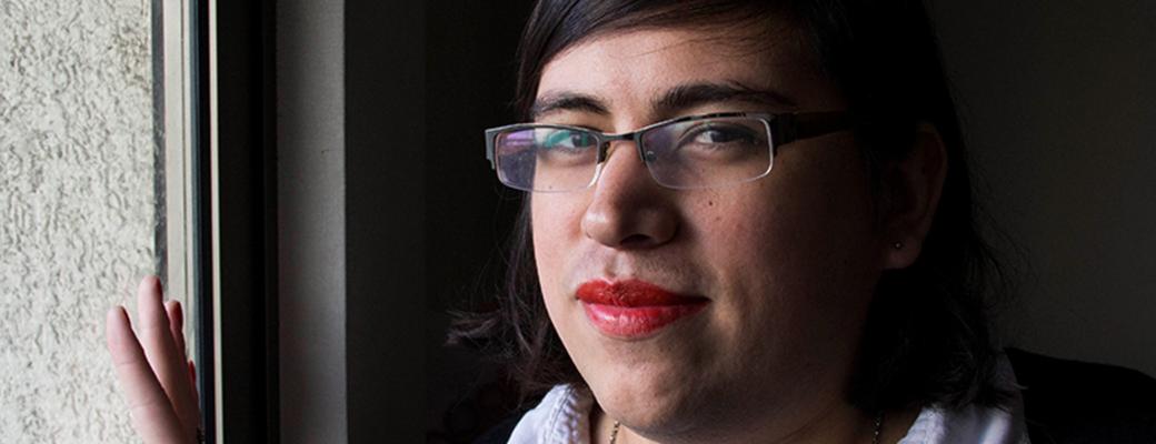 """[Egresades UDP] Constanza Valdés: """"Toda Persona Debería Tener El Derecho A Elegir Su Identidad De Género"""""""